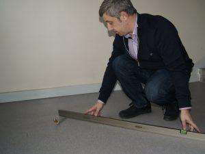 kontrola równości wylewki betonowe